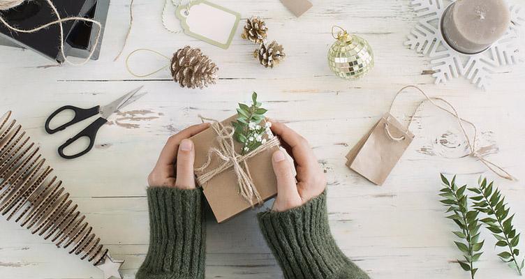 Geschenke verpacken ohne Plastik