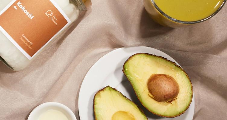 Feuchtigkeitspflege mit Kokosöl und Avocado