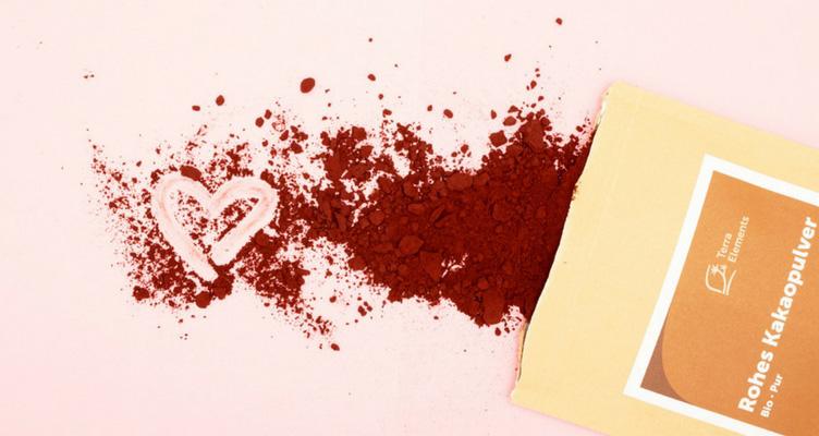 Herz mit Kakaopulver