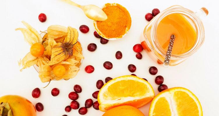 Smoothie mit Orangen und Cranberries