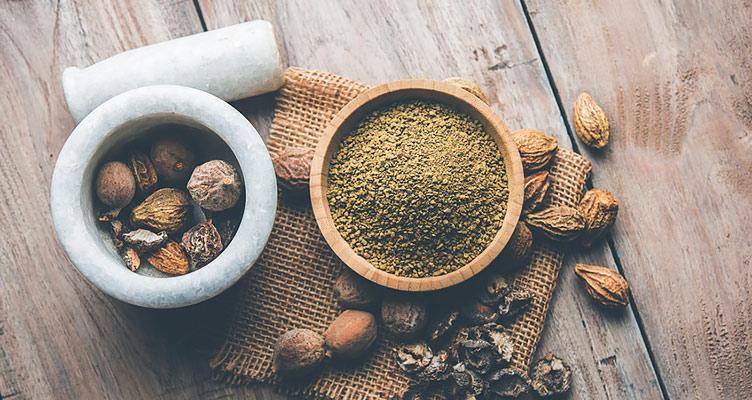 Triphala Kräutermischung und Pulver